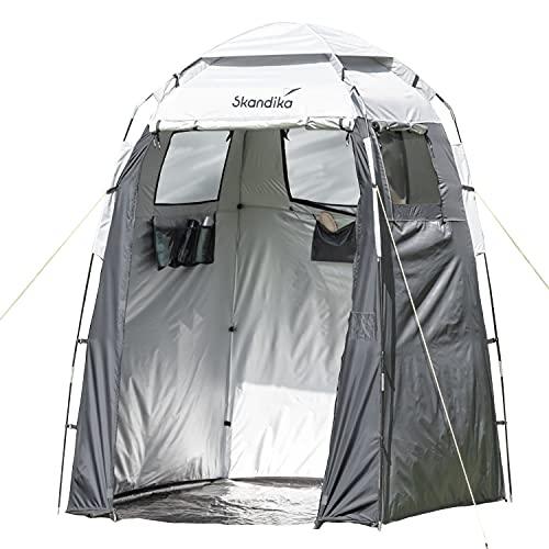 Skandika Camping Duschzelt   großes Umkleidezelt mit 230 cm Stehhöhe, silberbeschichtet, Blickdicht, separater Boden, 3 abdeckbare Fenster, Handtuchhalterung, Duschbefestigung   Toilettenzelt