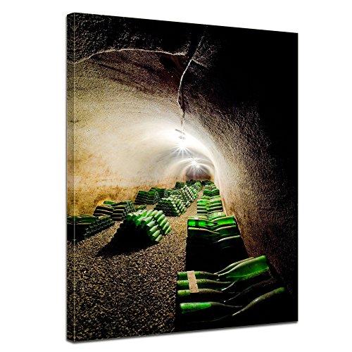 Wandbild - Weinkeller - Bild auf Leinwand 60 x 80 cm - Leinwandbilder Bilder als Leinwanddruck Essen & Trinken Katakomben - Keller mit Weinflaschen
